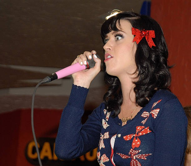 Katy Perry signs copies of One of the Boys at Mixup Plaza Loreto 008