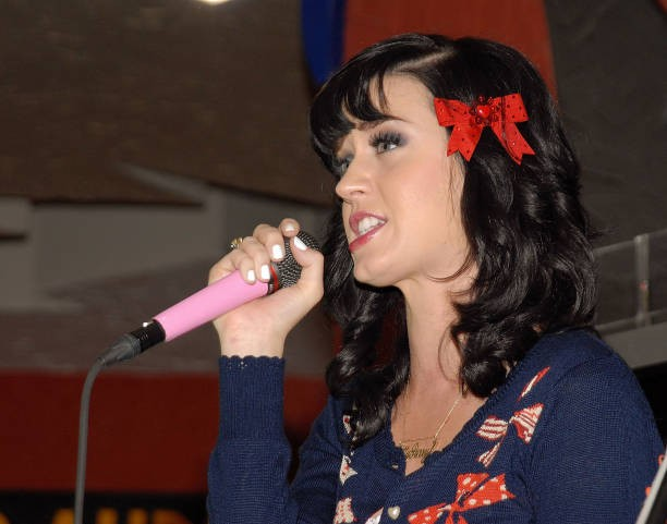 Katy Perry signs copies of One of the Boys at Mixup Plaza Loreto 024