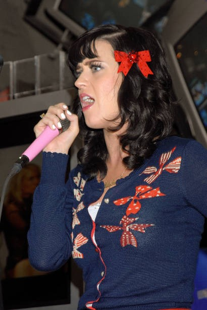 Katy Perry signs copies of One of the Boys at Mixup Plaza Loreto 028